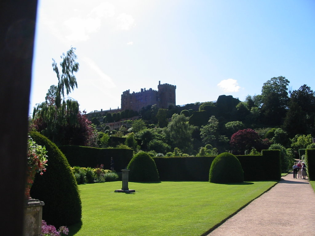 photos of powis castle in welshpool  powys mid wales